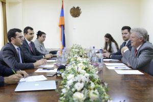 Министр индустрии высоких технологий Армении принял Фрэнка Паллоне