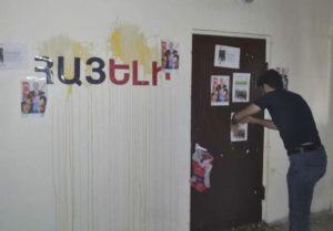 Нападение на редакцию Hayeli.am: поводом стал антиармянский заголовок