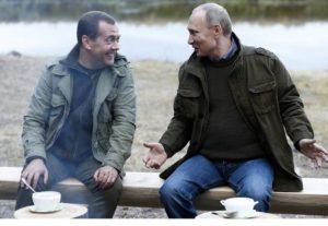 Путин поднял зарплату себе и Медведеву