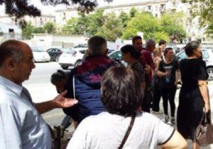 В Азербайджане родственники убитых и арестованных военных провели акцию протеста