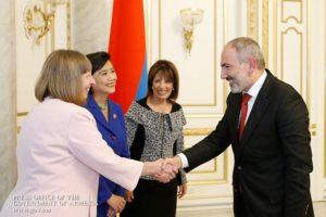 Премьер-министр Армении принял американских конгрессменов