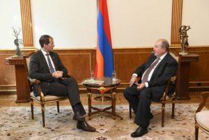"""Президент Армении принял основателя немецкой компании """"Шнайдер Груп"""""""