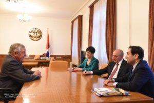 Президент Арцаха провел встречу с членом Круга дружбы Франция – Арцах Франсуа Рошблуаном