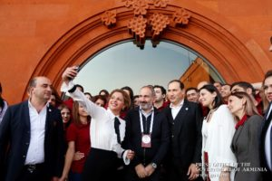 Премьер-министр Армении заявил о необходимости улучшения бытовых условий в селах