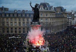 Во Франции 100 тыс. человек вышли на митинг против турецкого фашизма