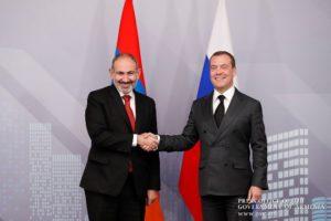 Премьер-министр Никол Пашинян встретился с Дмитрием Медведевым