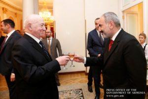 Премьер-министр Армении наградил Никиту Симоняна орденом «За заслуги перед Отечеством» 1-ой степени