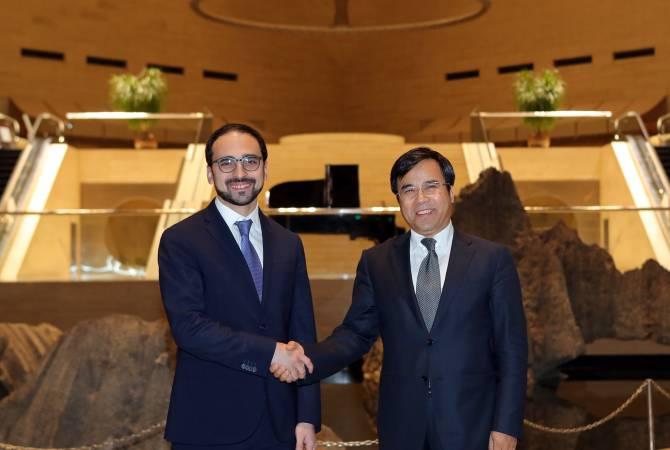 Вице-премьер Армении в Пекине встретился с председателем «Бенк оф Чайна»