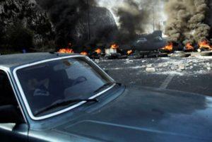 В Бейруте демонстранты блокируют подступы к парламенту