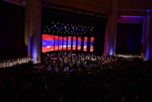 Премьер-министр вместе с супругой присутствовал на концерте по случаю Нового года