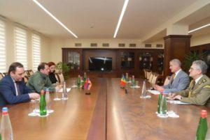 Министр обороны Армении обсудил с послом Румынии вопросы развития сотрудничества