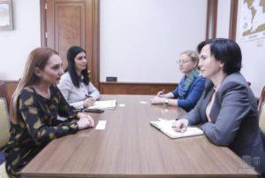 """Руководитель фракции """"Мой шаг"""" Макунц приняла посла Литвы в Армении"""
