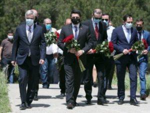 Вице-премьер Правительства Армении Мгер Григорян посетил мемориальный комплекс «Возрождение» в Апаране