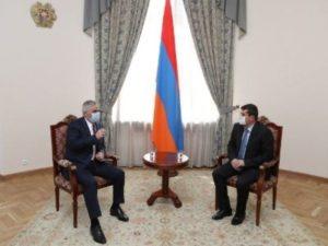 Вице-премьер Армении и президент Карабаха обсудили возможности расширения сотрудничества