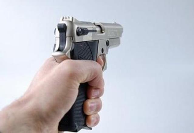 В Эстонии мужчина открыл стрельбу на автозаправочной станции, есть жертвы
