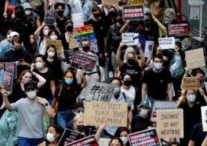 Тысячи людей в Токио устроили антирасистский марш в связи с гибелью Джорджа Флойда