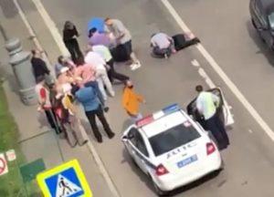 В центре Москвы таксист расстрелял полицейских (Видео)