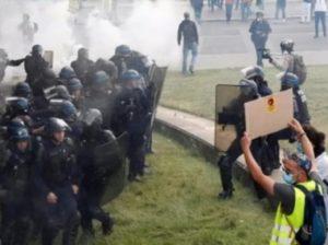 Акции протеста во Франции переросли в беспорядки