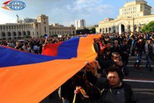 """Народы, простирающие корни мира: статья """"Christian Science Monitor"""" о демократии в Армении"""