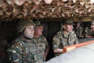 Начальник Генштаба ВС Армении побывал на передовой в Арцахе