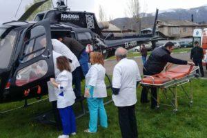 Состояние перевезенного на вертолете из Гориса в Ереван 5-летнего ребенка тяжелое