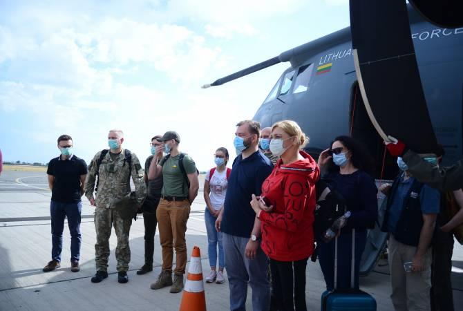 Прибывшие из Литвы медработники и эксперты пробудут в Армении 14 дней