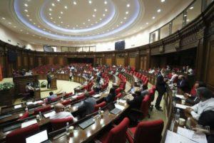 Парламент Армении окончательно утвердил проект о роспуске КС и прекращении полномочий его главы Грайра Товмасяна