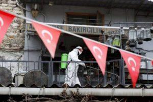 Число умерших от коронавируса в Турции превысило пять тысяч