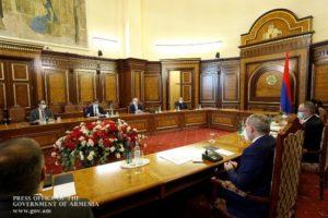 Премьер-министр Армении принял главу миссии ВОЗ