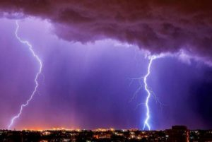 В Индии от ударов молний умерли более ста человек за двое суток