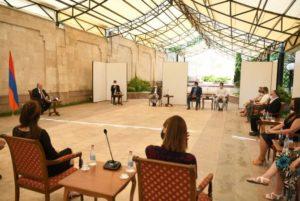 Президент Армении принял членов второй группы французских медработников