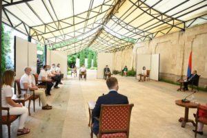 Президент Саркисян принял группу литовских медработников