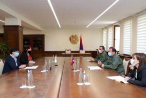 Министр обороны Армении принял главу делегации МККК в Армении