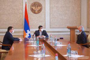 Президент Арцаха наградил преподавателя Шушинского технологического университета Артюшу Арутюняна
