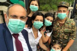 «Вместе»: Никол Пашинян опубликовал фото семьи
