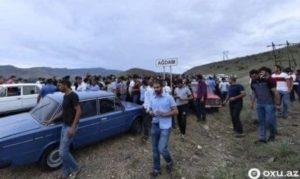 Азербайджанцы массово покидают приграничные села, полицейские установили блок-посты