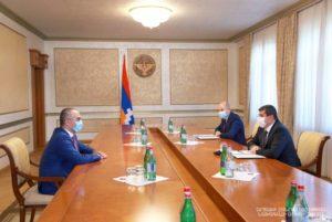 Президент Арцаха принял председателя комитета госдоходов Армении Эдварда Ованнисяна