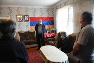 Президент Саркисян посетил семью погибшего военнослужащего Соса Элбакяна