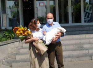 У вице-спикера парламента Армении Лены Назарян родился ребенок