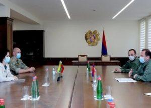 Министр обороны Армении принял посла и военных специалистов из Литвы