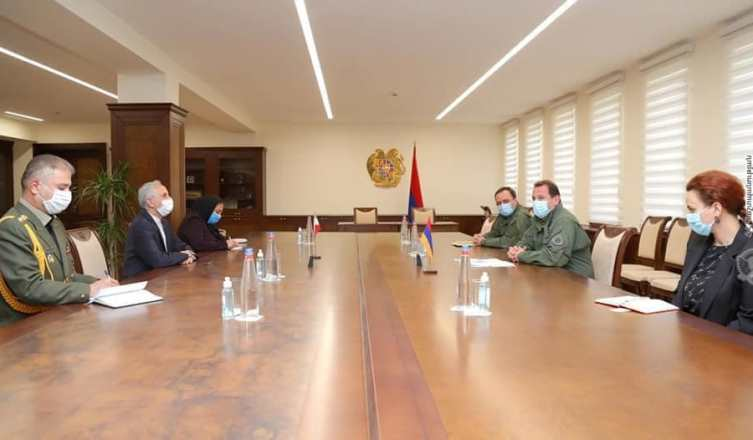 Министр обороны Армении обсудил с послом Ирана турецко-азербайджанские учения