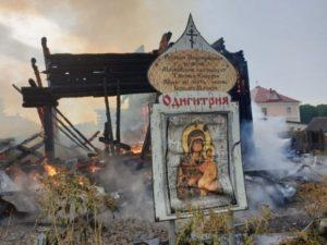 В России молния спалила дотла церковь XIX века