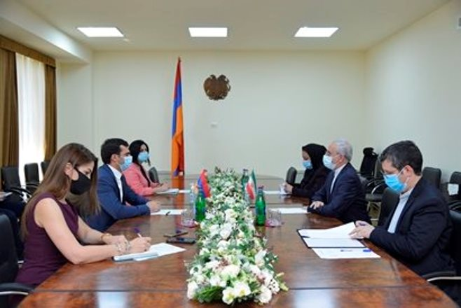 Министр высокотехнологичной промышленности Армении встретился с новоназначенным послом Ирана