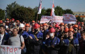 Работники десятков предприятий Белоруссии вышли на митинги против Лукашенко