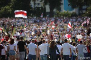 В Гродно на акцию протеста вышли тысячи людей