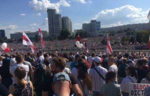 В Минске против Лукашенко вышли около 300 тысяч человек (фото,видео)