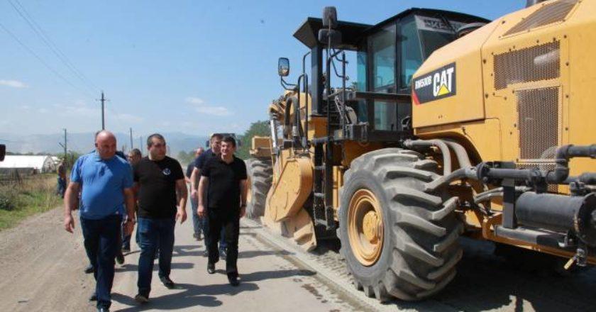 Президент Арцаха ознакомился с ходом работ по ремонту автомагистрали Степанакерт- Аскеран