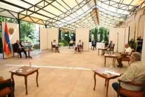 Президент Саркисян продолжает встречи с представителями интеллигенции