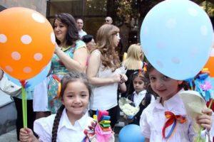 Армянские первоклашки начнут посещать школу с 14 сентября в сопровождении одного человека