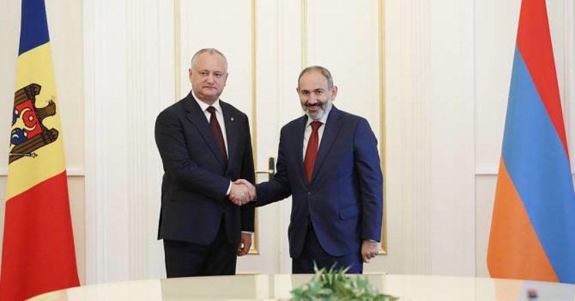 Никол Пашинян направил поздравительное послание Игорю Додону и всему народу Молдовы